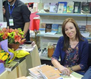 """الزميلة الاعلامية رولا عصفور توقع روايتها الأولى """"أحلام مبعثرة بين عمان ويافا"""""""