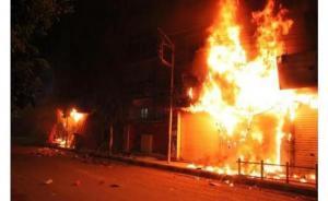 ذوو زوجة مقتولة يحرقون منزل زوجها بالشونة الجنوبية