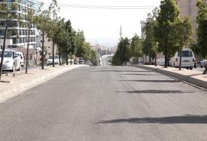 إزالة جسر مشاه وتركيب إشارة ضوئية في شارع الملكة رانيا