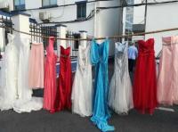 خمسيني يسرق 70 فستان زفاف والمبرر صادم