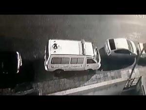 سرقة باص لنقل موتى في الوحدات ! (فيديو)