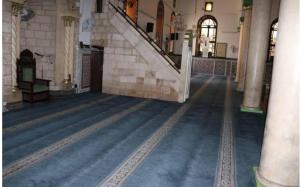 الاوقاف: الحسيني مفتوح للصلاة ..  والحريق محدود (صور)