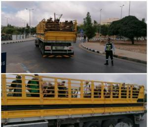 ضبط شاحنة محملة بخمسين طالبا