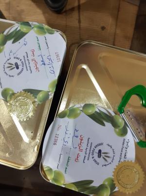 حملة لإلصاق الليبل الحكومي الخاص بزيت الزيتون (صور)