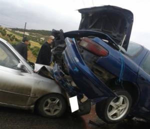 وفاة و 5 اصابات بتصادم مركبتين في سحاب