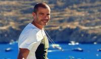 عمرو دياب يثير مواقع التواصل بوشمه الجديد (شاهد)