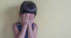 وفاة طفلة عُثر عليها قرب منزل مهجور في الزرقاء