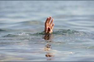 انقاذ طفل من الغرق داخل مياه البحر الميت