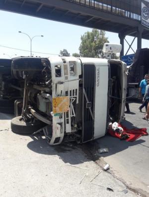 """7 إصابات بحادث تدهور """"تريلا"""" في عين الباشا"""