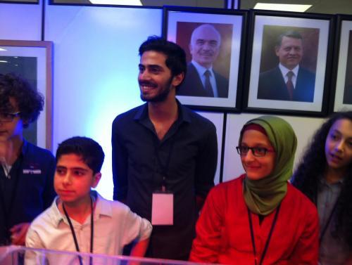 طالبة أردنية تخترع جهازاً للنقش الآلي (صور)