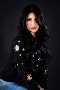 الفنانة الفلسطينية إلهام روحانا تطلق أغنيتها الجديدة