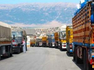 منع 100 شاحنة سورية من دخول الأردن