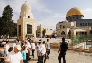 122 مستوطنا يقتحمون الأقصى والإحتلال يعتقل مرابطات