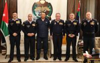 مدير الامن العام يكرم عددا من الضباط المتقاعدين برتبة لواء