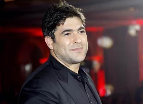 وائل كفوري ينافس راقصة محترفة في زفاف خاص (فيديو)