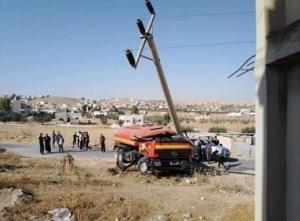 3 اصابات بتدهور صهريج للدفاع المدني (صور)