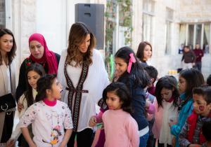 الملكة تحتفل معأطفال مؤسسة الحسين بمناسبة عيد الأم
