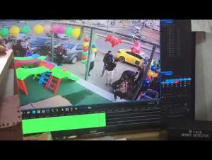 لحظة سقوط الطفلة ووفاتها مع منقذها داخل منهل بخريبة السوق (فيديو)