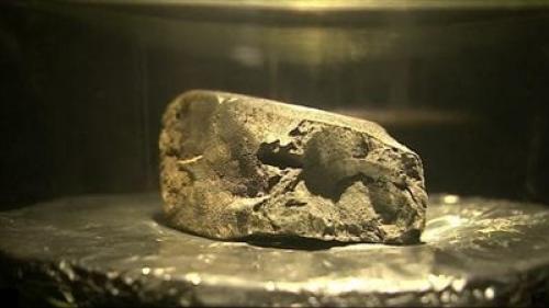للمرة الأولى ..  عرض أشهر صخرة فضائية في متحف