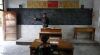 طالب واحد بالفصل والمعلم يشرح ! (صور)