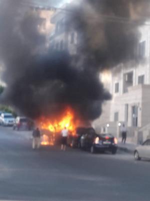 حريق مركبة بحي الخرابشة في المدينة الرياضية (صور)
