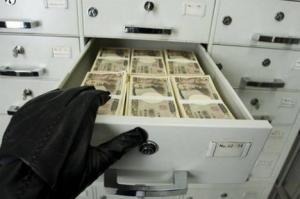 طفل يسرق مصرفًا لشراء هاتف محمول