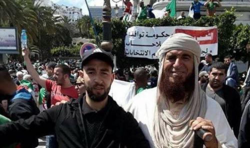 جزائري يدعي النبوة ويزعم أنه مرسل للشعب ولقائد الجيش! (فيديو)