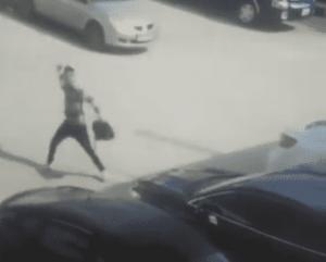 طالب ينتقم من معلمه بتحطيم مركبته (فيديو)