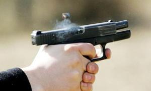 القبض على شخصين اطلقا النار على كوادر الأمانة بحي نزال