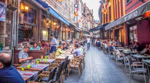 الصراصير المقرمشة بديل اللحوم بمطاعم بلجيكية