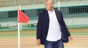 إيقاف مدرب الأهلي بسبب التدخين في المباراة