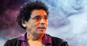 محمد منير يستلم 'الجائزة الماسية' في ألمانيا