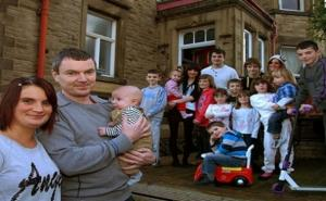 أكبر عائلة في بريطانيا تستقبل طفلها الـ19