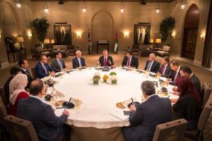 """الملك لـ """"الصحفيين"""" : قادرون على مواجهة التحديات الإقتصادية"""