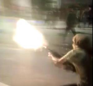 """مجهول يطلق النار من سلاح """"رشاش"""" بإحتجاجات الرمثا (فيديو)"""