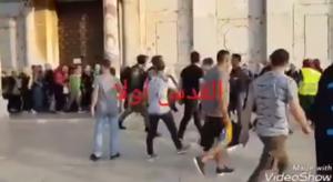 فلسطيني يصفع جنديا صهيونياً بالاقصى -فيديو
