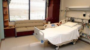 توضيح اسباب وضع حراسة امنية على ممرض تعرض للاعتداء