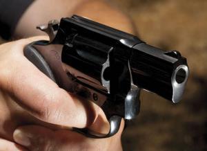 عمان  ..  أربعيني يطلق النار على نفسه من مسدس صوت
