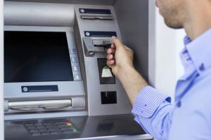 قريبا تطبيق ذكي يتيح فتح حسابات بنكية للصم والبكم بالأردن