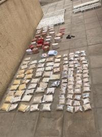 ضبط كميات من المخدرات خلال مداهمات أمنية (صور)