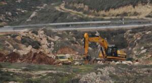 الاحتلال يقتحم 'العيسوية' ويشرع بتجريف قطعة أرض خاصة