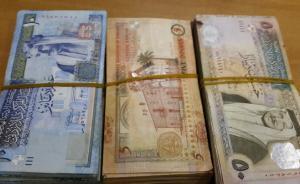 عمان : عامل بمحطة سيارات يعثر على مبلغ 15 ألف دينار