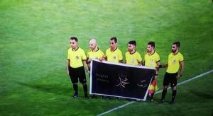لاعبو الفيصلي والصريح يرفعون لافتة نصرة لرسول الله (فيديو)