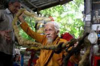 بعد 30 عامًا من اختفائه ..  عودة رجل عجوز إلى منزله بنفس الملابس