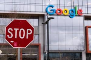 """غوغل تحظر أشهر تطبيقاتها على """"أندرويد"""" ..  لهذا السبب!"""