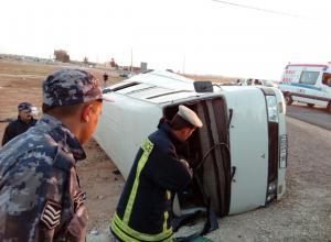 المفرق  ..  14 اصابة بتصادم حافلة مع صهريج مياه (صور)