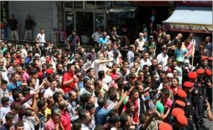 مسيرة تضامنية مع الأقصى من أمام الحسيني