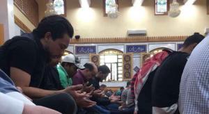 ولي العهد يشارك المصلين صلاة الجمعة