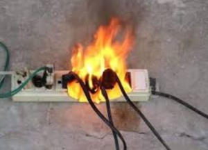 """الدفاع المدني يحذر بشأن """"وصلات الكهرباء"""""""
