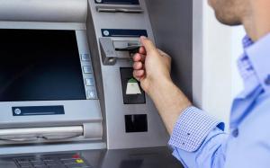 فروع بنوك تفتح ابوابها السبت للتجار ..  والاحد للمواطنين